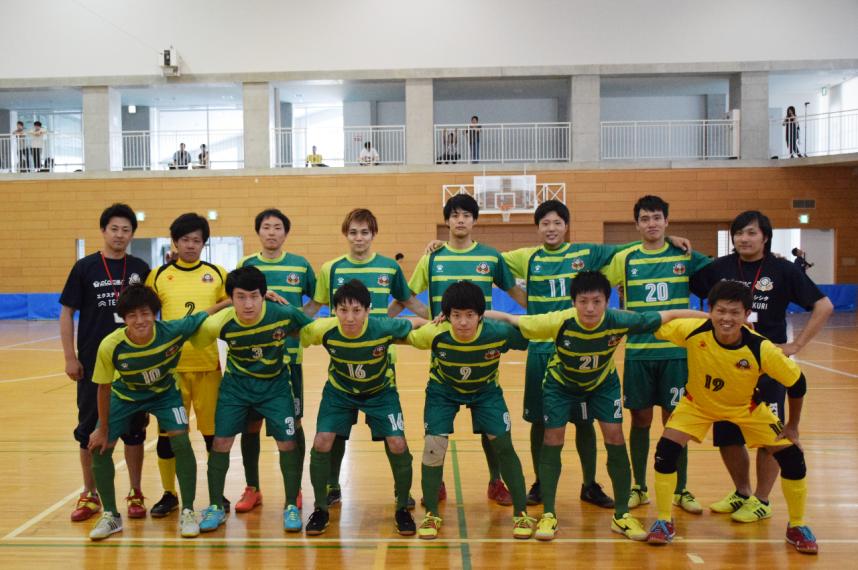placerFUTSALCLUBトップチーム Super Sprots XEBIO 四国フットサルリーグ2016 第1節「香川大学フットサル部」戦集合写真