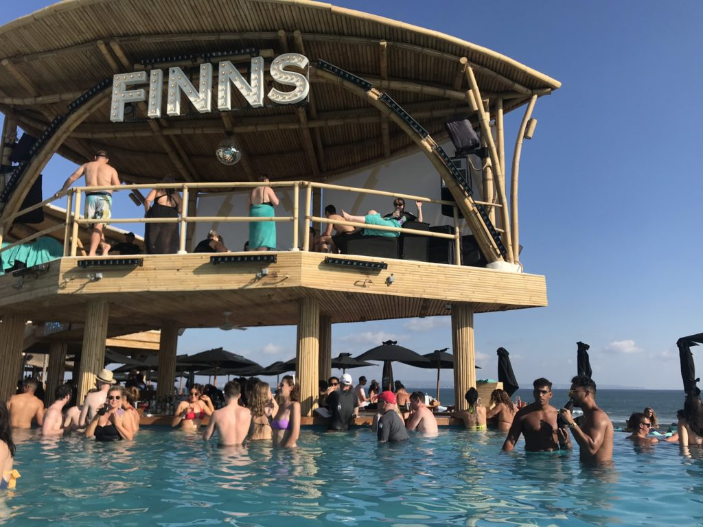 Finns Beach Club(フィンズ・ビーチ・クラブ)プール