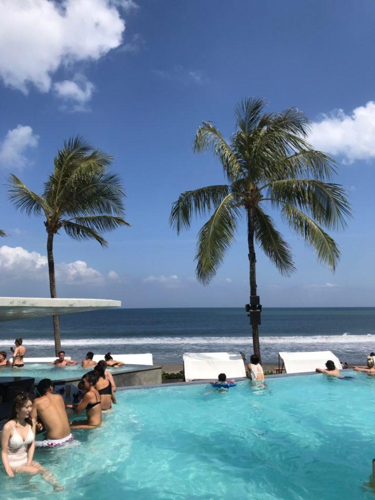 バリ島 スミニャック ポテトヘッドビーチクラブインフィニティープール画像