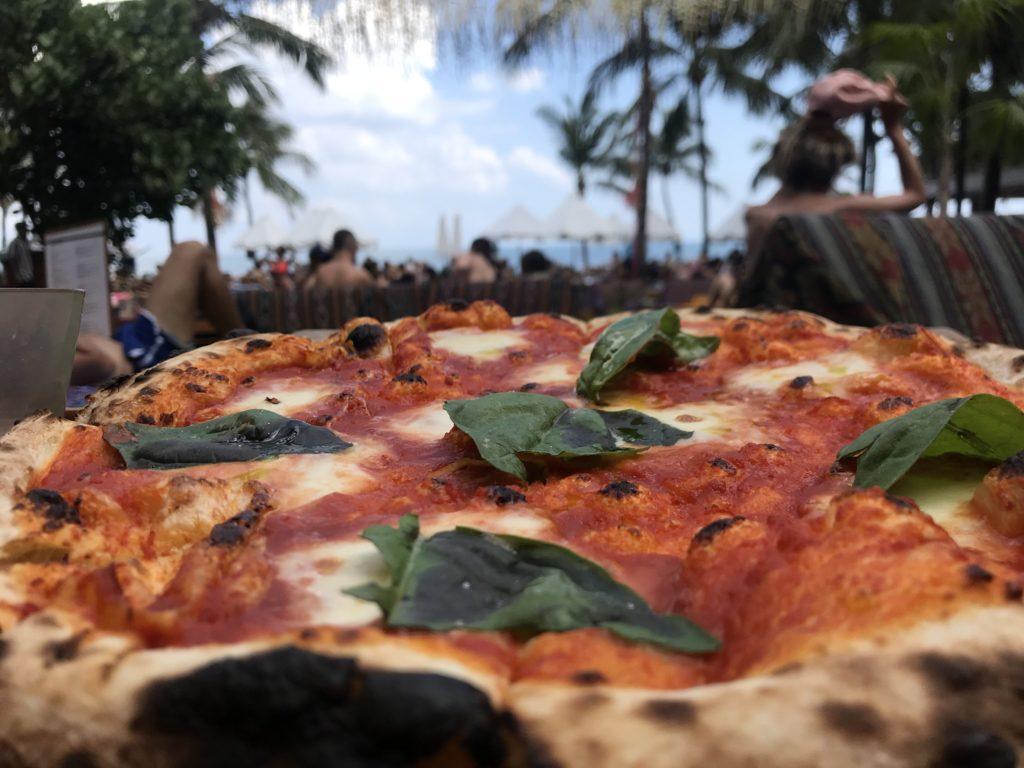 バリ島 スミニャック ポテトヘッドビーチクラブピザ画像