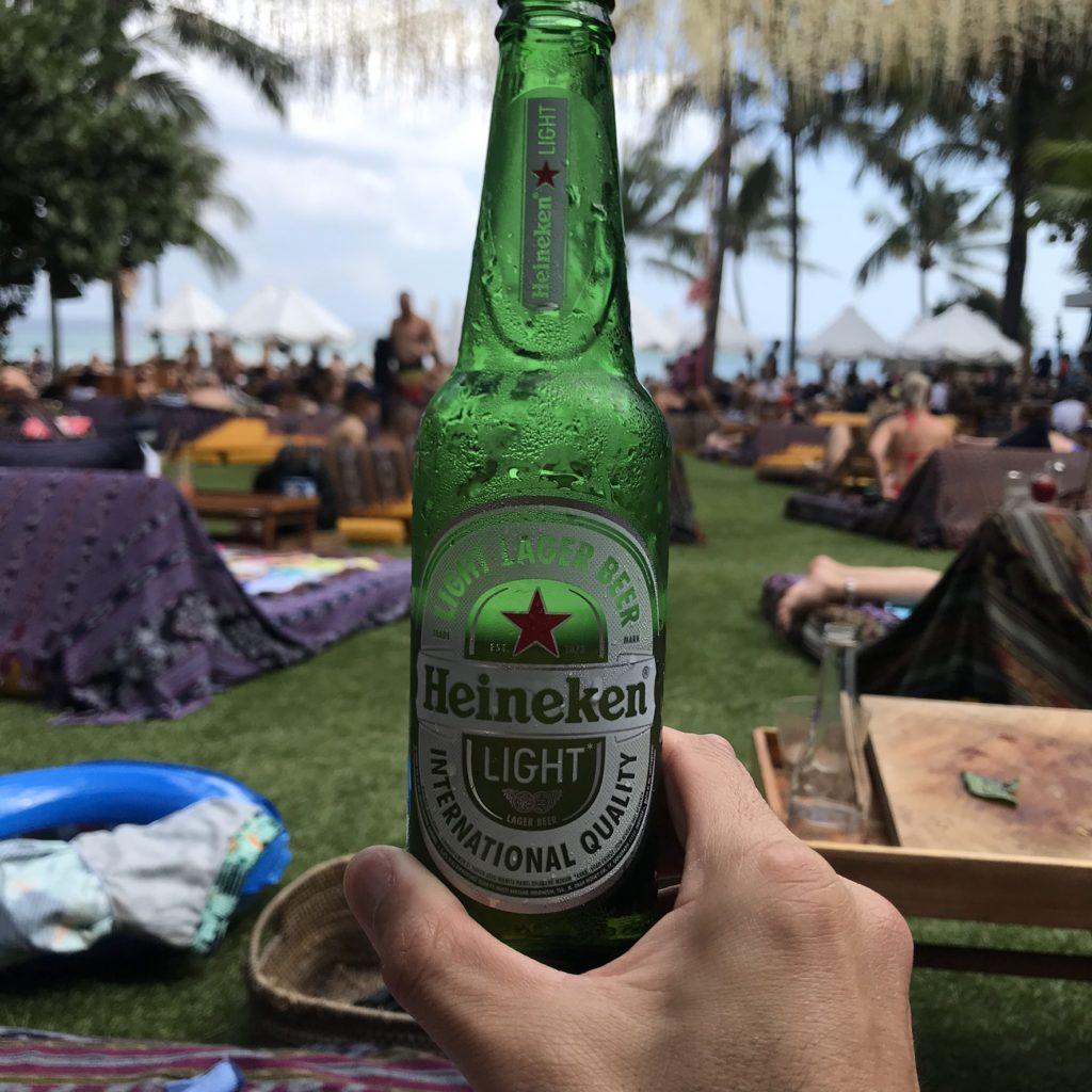 バリ島 スミニャック ポテトヘッドビーチクラブ ビンタンビール画像