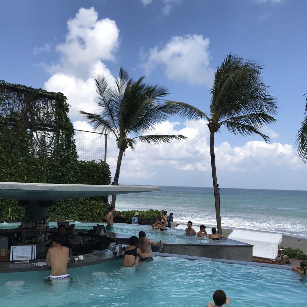 バリ島 スミニャック ポテトヘッドビーチクラブインフィニティプール画像