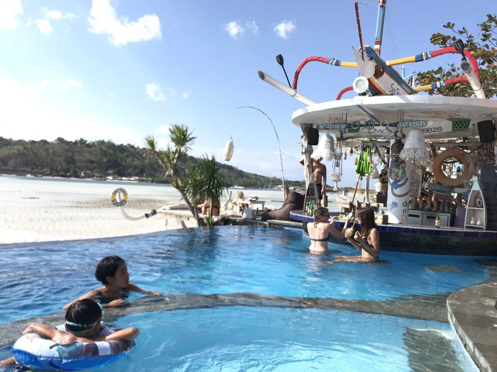 バリ島、サヌールからアイランドトリップでレンボンガン島、チュニンガン島のビーチクラブ