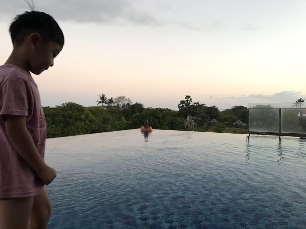 アートテル サヌール バリ(ARTOTEL Sanur Bali)の屋上インフィニティプール